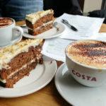 Kaffeepause mit Karottenkuchen bei Costa Coffee