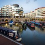 Moderne Gebäude im Hafen von Bristol