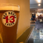 Bierpause im Pub The Hole in the Wall