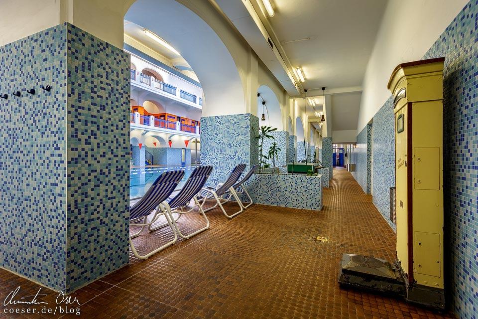 Seitengang in der Großen Schwimmhalle im Jörgerbad in Wien