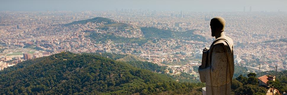 Aussicht von der Kirche auf dem Tibidabo auf Barcelona