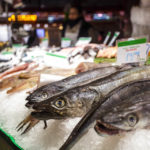 Fischstand in der Markthalle Mercat de la Boqueria