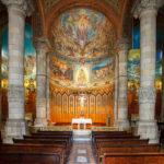 Innenansicht der Kirche Sagrado Corazón auf dem Tibidabo in Barcelona