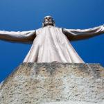 Christus-Statue auf der Kirche Sagrado Corazón auf dem Tibidabo in Barcelona