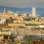 Ausblick auf die Stadt Barcelona in der Nachmittagssonne