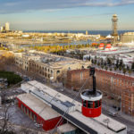 Ausblick auf die Stadt Barcelona und die Hafenseilbahn (Teleférico Del Puerto)