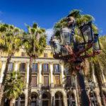 Von Gaudì entworfene Lampe auf dem Plaça Reial im Barri Gòtic (Gotisches Viertel) in Barcelona
