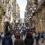 Alltagstreiben in der Carrer de Ferran im Barri Gòtic (Gotisches Viertel) in Barcelona