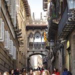 Pont Gòtic im Barri Gòtic (Gotisches Viertel) in Barcelona