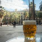 Bierpause im Lokal Cerveseria Canàries auf dem Plaça Reial