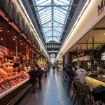 Innenansicht der Markthalle Mercat de Sant Antoni in Barcelona