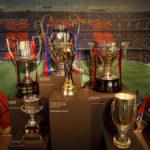 Pokale im Museum im Stadion Camp Nou des FC Barcelona