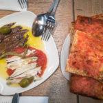 Fischvariation und Tomatenbrot im Lokal Bar i Cafeteria Casa Blanca in der Markthalle Mercat de Sant Antoni