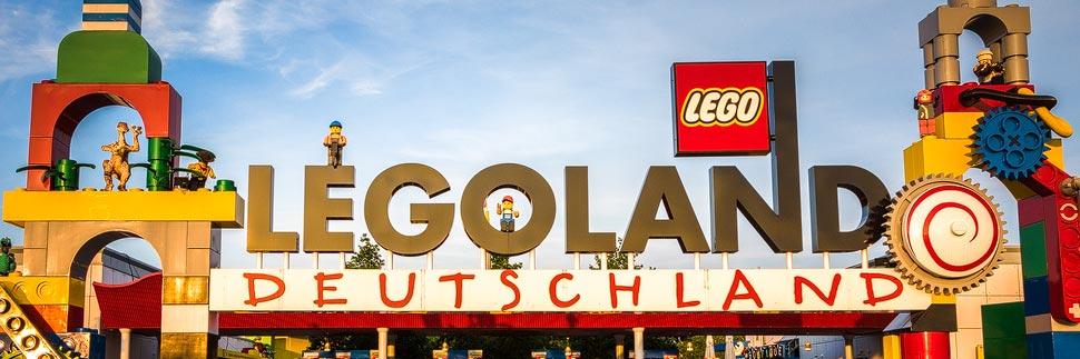 Eingang zum Legoland Deutschland Resort in Günzburg