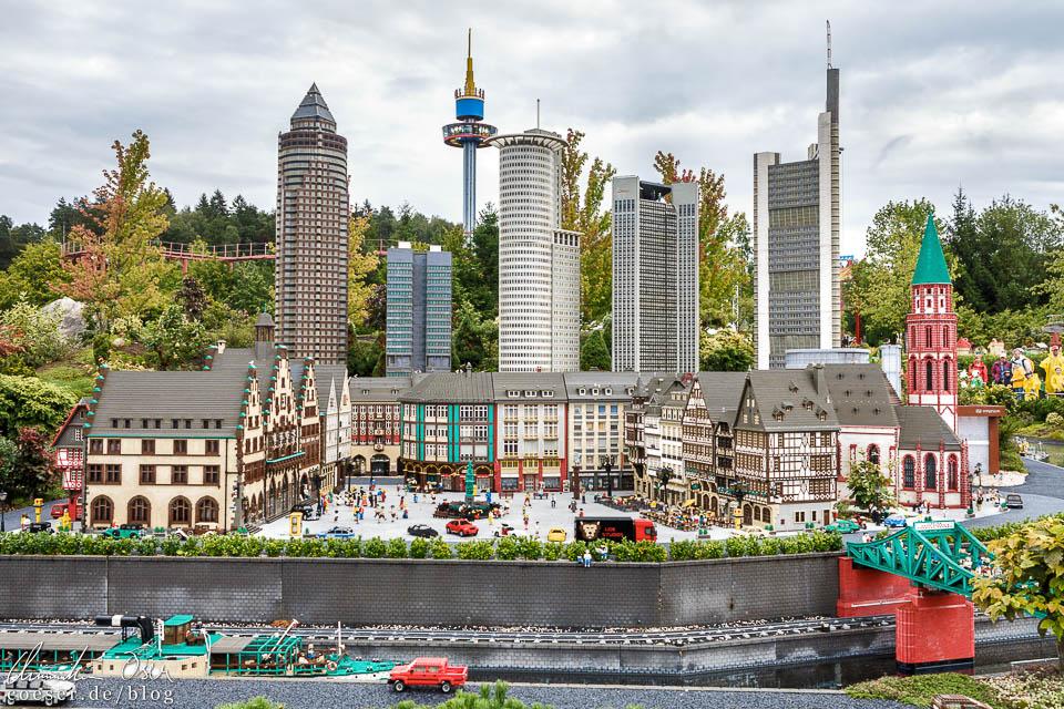Die Skyline von Frankfurt und der Römer im Legoland Deutschland Resort in Günzburg