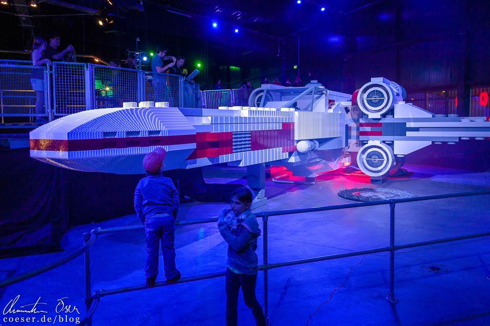 Ein T65 X-Wing in der Star-Wars-Dauerausstellung im Legoland Deutschland Resort in Günzburg