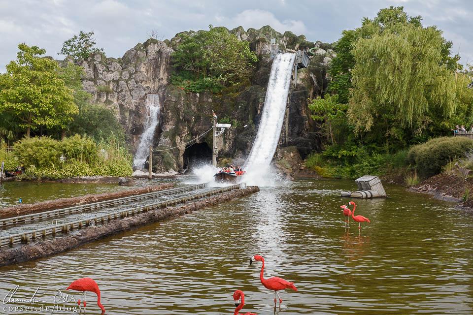 Die Wildwasserbahn im Legoland Deutschland Resort in Günzburg
