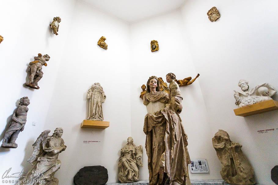 Statuen im Minoritenkloster in Ptuj