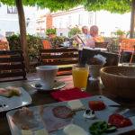 Frühstücksterrasse im Muzikafe Bed & Breakfast in Ptuj