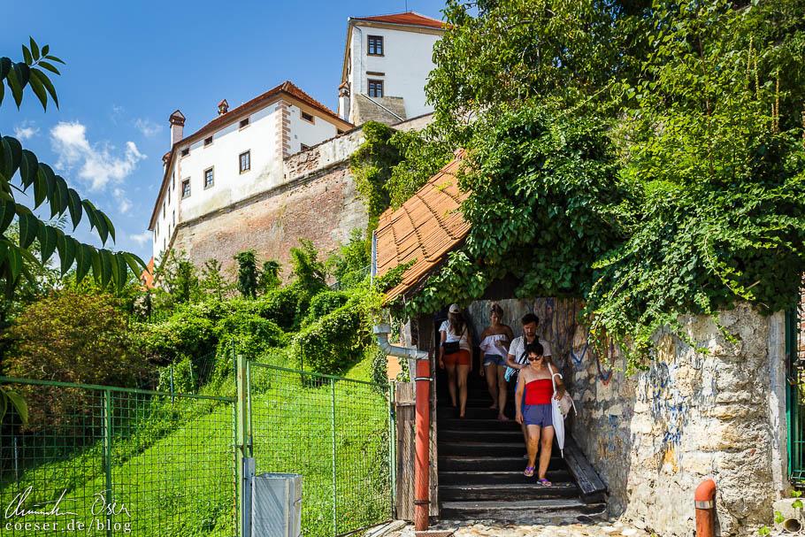 Aufstieg zum Schloss von Ptuj über Stufen