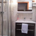 Bad im Einzelzimmer im Hotel Mayrbräu in Braunau