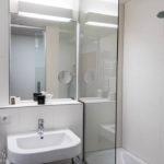 Bad im Einzelzimmer im Hotel Schwarzer Bär in Linz