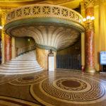 Eine Treppe im Athenäum in Bukarest