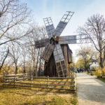 """Windmühle im Freilichtmuseum """"Dimitrie Gusti"""" in Bukarest"""