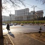 Der Parlamentspalast von Bukarest in der Nachmittagssonne