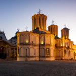 Die beleuchtete Patriarchalkathedrale St. Konstantin und Helena