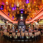 Innenansicht des Hard Rock Cafes in Bukarest