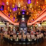 Innenansicht des Hard Rock Cafes in Bukarest