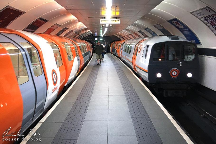 Die Glasgow Subway mit ihren schmalen Bahnsteigen