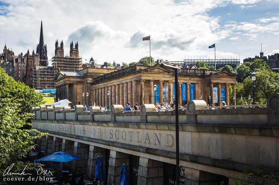 Außenansicht der Scottish National Portrait Gallery in Edinburgh
