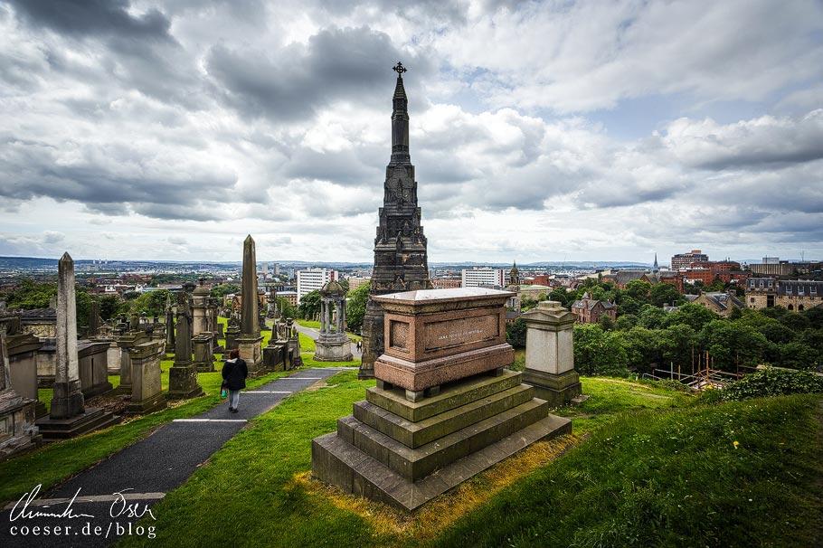 Blick auf die Stadt Glasgow vom Friedhof Necropolis aus