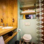 Bad im Doppelzimmer im Hotel Indigo Antwerp - City Centre