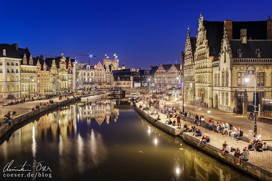 Abendaufnahme von Korenlei und Graslei in Gent
