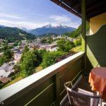 Ausblick auf den Watzmann vom Balkon eines Doppelzimmers im Hotel Krone in Berchtesgaden
