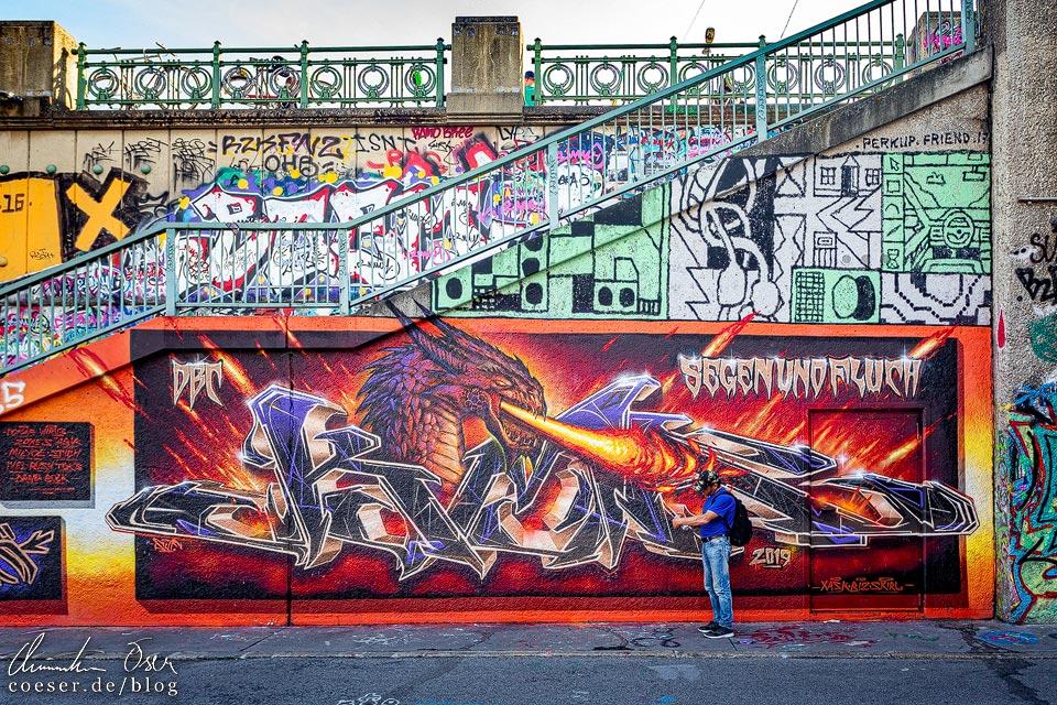 Mural von DBC / XASK / BIZ / SKIRL auf dem Donaukanal in Wien