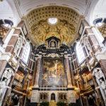 Innenansicht der Sint-Carolus-Borromeuskerk (Rubenskirche) in Antwerpen