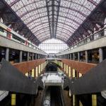 Moderner und alter Teil im Hauptbahnhof Antwerpen-Centraal