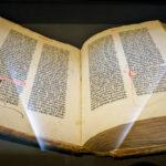 Ein altes Buch im Plantin-Moretus-Museum in Antwerpen