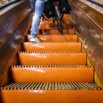 Die alte Holzrolltreppe im Sint-Annatunnel in Antwerpen