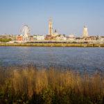 Blick vom anderen Ufer des Sint-Annatunnels auf Antwerpen