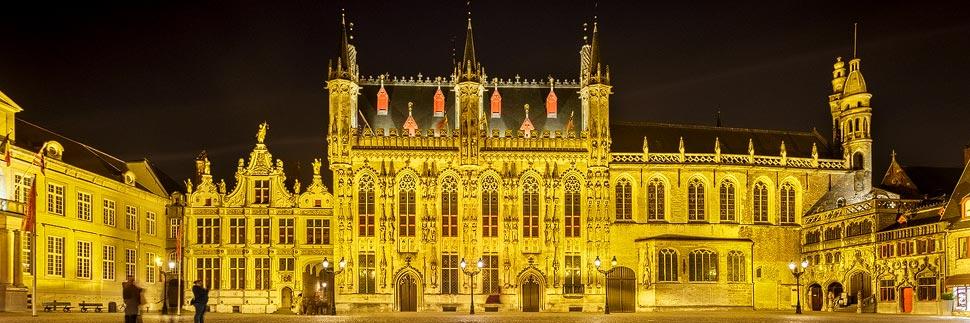 Beleuchtetes Rathaus (Stadhuis) von Brügge