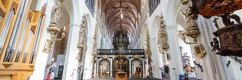 Innenansicht der Liebfrauenkirche (Onze-Lieve-Vrouwekerk) in Brügge