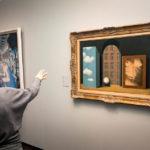 Gemälde Das Attentat von René Magritte im Groeningemuseum