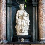 Madonna mit Kind von Michelangelo in der Liebfrauenkirche in Brügge