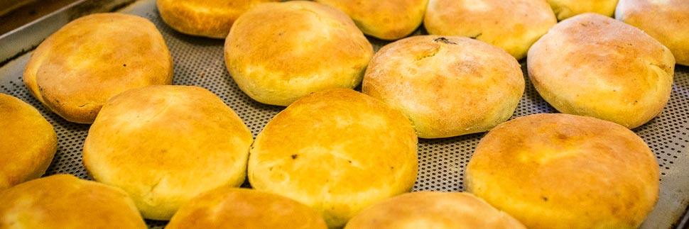 Frisch gebackene Mohnzelten beim Mohnwirt Neuwiesinger im Mohndorf Armschlag