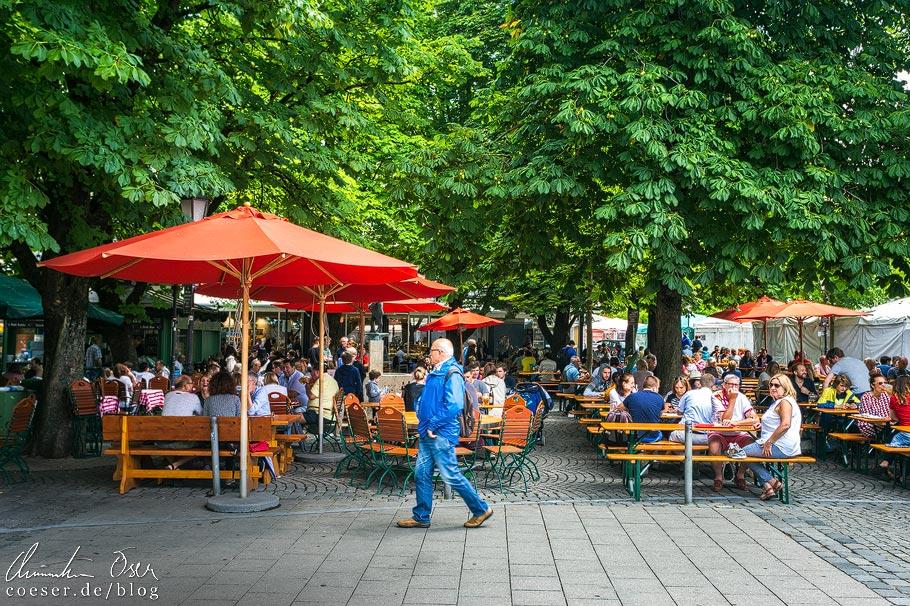 Biergarten am Viktualienmarkt in München